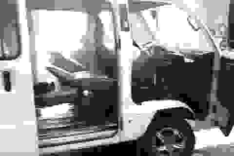 Giải cứu 10 học sinh trên xe ô tô bốc khói nghi ngút