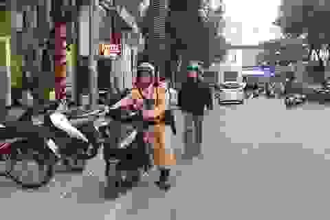 """Hà Nội: Xử lý nhiều trường hợp """"tranh thủ"""" đi xe ngược chiều"""