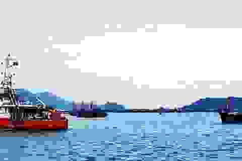 Lai dắt tàu cá gặp nạn cùng 6 thuyền viên vào bờ an toàn