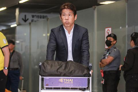 U22 Thái Lan về nước, HLV Nishino vẫn chưa hết buồn bã