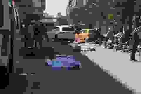 Hà Nội: 2 người tử nạn sau cú va chạm với xe tải