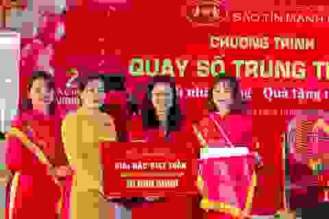 Sinh nhật 27 năm, Bảo Tín Mạnh Hải trao 2 xe máy Vision tri ân khách hàng