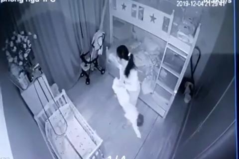Bắt tạm giam người phụ nữ hành hạ bé gái 13 tháng tuổi