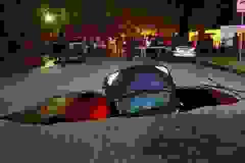 Một phụ nữ được bồi thường 4 triệu USD vì xe ô tô bị rơi xuống hố tử thần