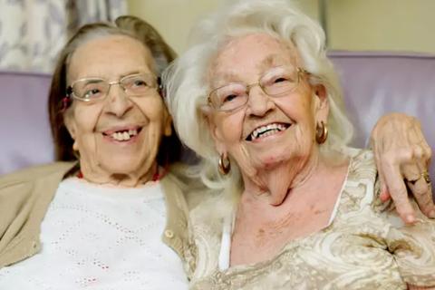 Bạn thân 80 năm cuối đời về chung viện dưỡng lão