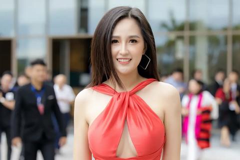 """Là """"đại gia ngầm"""" của showbiz Việt, Mai Phương Thuý vẫn than """"còn nghèo lắm"""""""