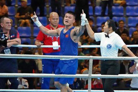 Áp đảo đối thủ, Trương Đình Hoàng vẫn thua ở trận chung kết boxing