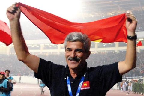 HLV Calisto chúc mừng U22 Việt Nam vô địch SEA Games 30
