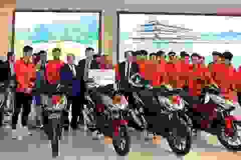 """Honda tặng xe máy cho """"Thế hệ Vàng"""" bóng đá Việt Nam tại SEA Games 30"""