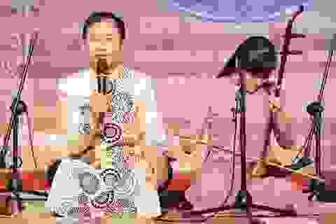 """Xẩm """"khoác áo mới"""" trong """"Trách ông Nguyệt Lão"""" của Nguyễn Quang Long"""
