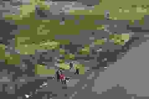 Bàng hoàng phát hiện thi thể 2 cha con nổi trên sông Hồng