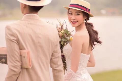 Bạn gái Phan Văn Đức tung ảnh cưới đẹp lung linh, fans đếm từng ngày tới đám cưới
