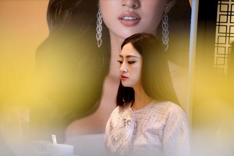 """Hoa hậu Lương Thuỳ Linh: """"Tôi sẽ chú trọng vào việc học vì nhan sắc rồi sẽ tàn phai"""""""