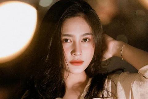 """Nữ sinh Hà Tĩnh """"đốn tim"""" dân mạng với giọng hát ngọt lịm tim"""
