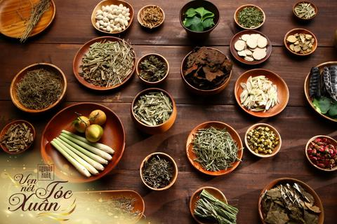 Phụ nữ Việt có thêm lựa chọn dưỡng tóc an toàn mà vẫn óng ả thơm đủ 13 mùi thảo dược