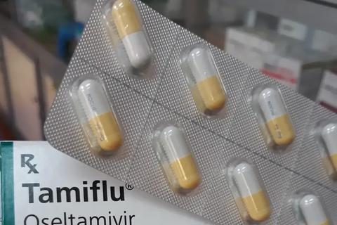 """Cúm A gia tăng, nhiều người """"săn lùng"""" thuốc cúm Tamiflu đẩy giá lên cao"""