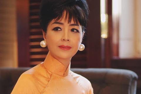 NSƯT Chiều Xuân tái hiện hình ảnh 'huyền thoại thời trang' Trần Lệ Xuân