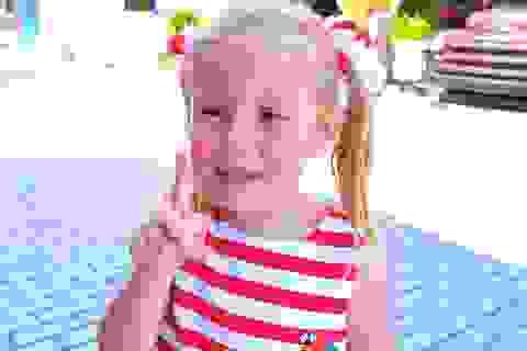 """Bé gái Nga 5 tuổi kiếm 18 triệu USD/năm nhờ làm video """"vlog"""""""