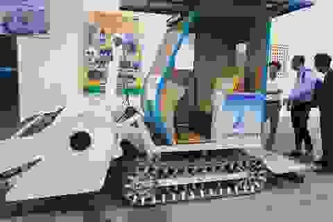 Nhóm sinh viên Đà Nẵng chế tạo máy dọn rác trên bãi biển
