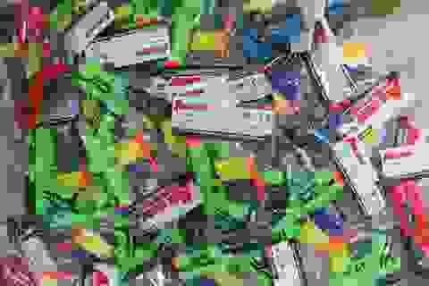 Quảng Bình: Bắt giữ hàng chục ngàn bộ đồ chơi trẻ em nguy hiểm