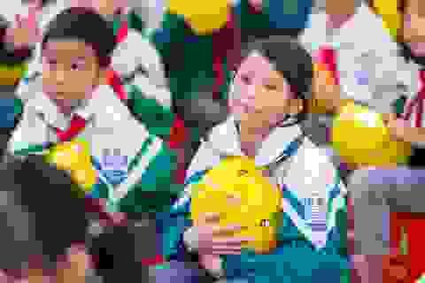 Tặng hơn 400 mũ bảo hiểm cho học sinh huyện nông thôn Vĩnh Phúc
