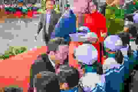 Trao tặng hơn 2000 mũ bảo hiểm cho các em học sinh Yên Bái