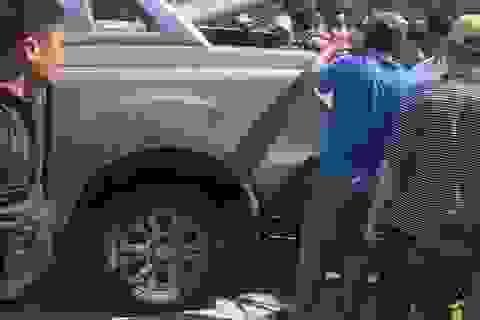 Truy bắt 2 nghi phạm tháo chạy bỏ lại 2 tạ ma túy đá trên xe