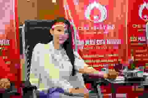 Hoa hậu Tiểu Vy cùng nhiều người đẹp hiến máu ngày Chủ nhật Đỏ