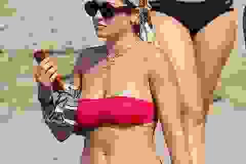 Rita Ora gợi cảm khoe dáng trong kỳ nghỉ giáng sinh