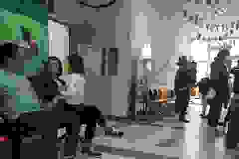 Cao điểm cúm A: Bố mẹ nóng ruột chờ nhận kết quả xét nghiệm của con