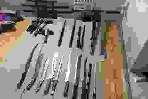 """Đánh sập """"đại lý"""" chuyên mua bán vũ khí thô sơ qua mạng"""