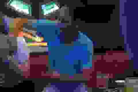 Phó Bí thư Huyện ủy lộ clip sờ ngực nữ tiếp viên karaoke