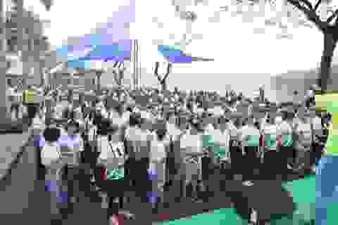 Tập thể nhân viên Cathay Việt Nam tham gia đường chạy hạnh phúc