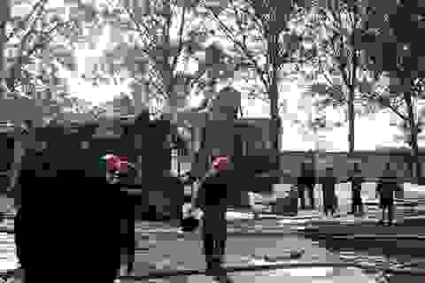 Xe bồn chứa hóa chất phát nổ, cháy dữ dội trong công ty