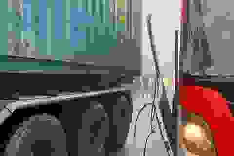 """Thực hư chuyện xe container """"dìu"""" xe khách đổ đèo mất phanh, cứu hàng chục người"""