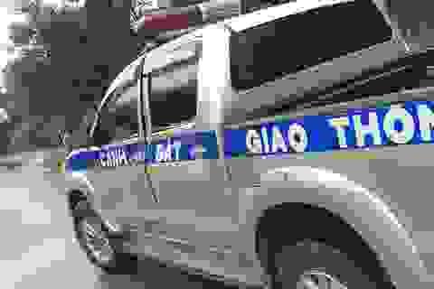 Xe khách chở pháo lậu tông vào xe CSGT khi bị truy đuổi