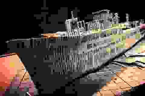 """Ngắm """"cực phẩm"""" tàu chiến đẹp đến từng chi tiết được làm từ giấy báo cũ"""