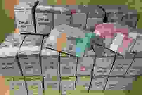 """20 nghìn đồng tiền mới """"cháy"""" hàng, dân buôn đẩy phí cao ngất"""