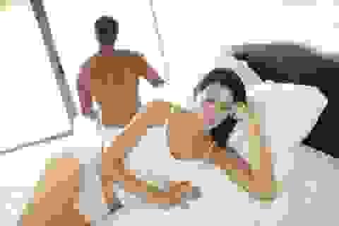 """Chuyện """"yêu"""" của vợ chồng bị phá hỏng chỉ vì một… chiếc tất"""