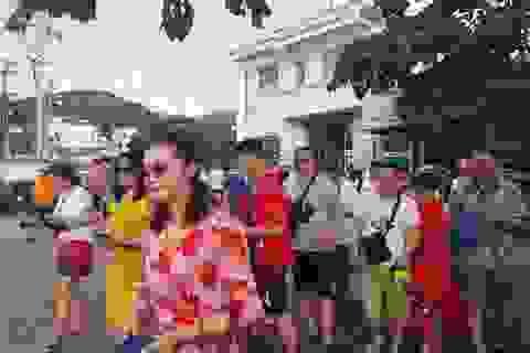 Du khách hân hoan tham quan Nha Trang trong ngày đầu năm mới