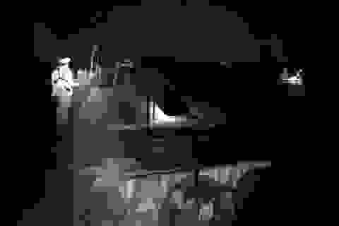 """Cảnh sát bắt giữ 6 tàu """"cát tặc"""" trong đêm giao thừa"""