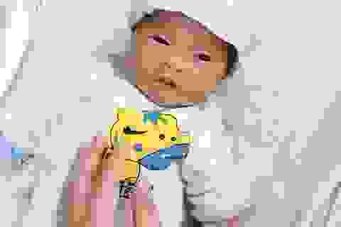 Vừa chào đời, bé trai kháu khỉnh bị mẹ bỏ lại bệnh viện