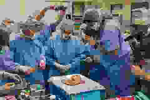 Câu chuyện bất ngờ đằng sau 2 khoảnh khắc y khoa lọt top những bức ảnh xuất sắc nhất thập kỷ