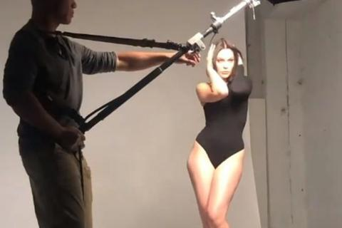 Jessie J gợi cảm chụp hình chào năm mới