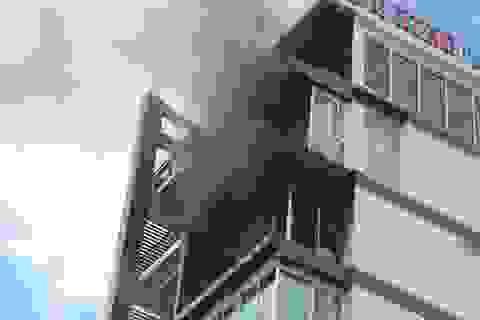 Cháy khách sạn ở Nha Trang, du khách náo loạn bỏ chạy