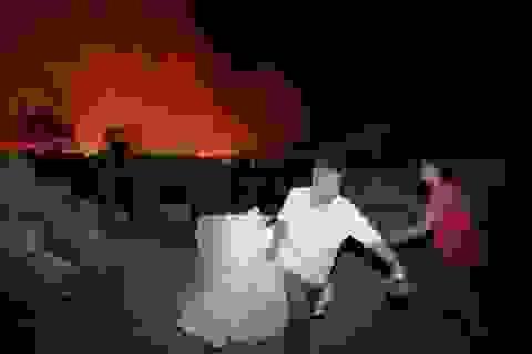 Những hình ảnh bên lề vụ cháy cực lớn tại công ty mút xốp