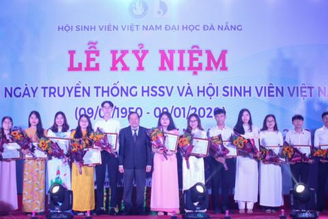 Đại học Đà Nẵng tôn vinh sinh viên tiêu biểu