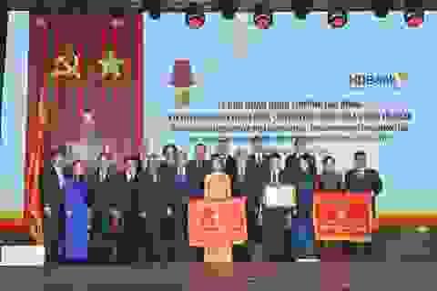 30 năm thành lập và phát triển, HDBank đón nhận Huân chương Lao động