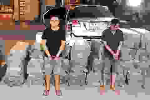 Tạm giữ 2 đối tượng vận chuyển hơn 15.000 gói thuốc lá ngoại nhập