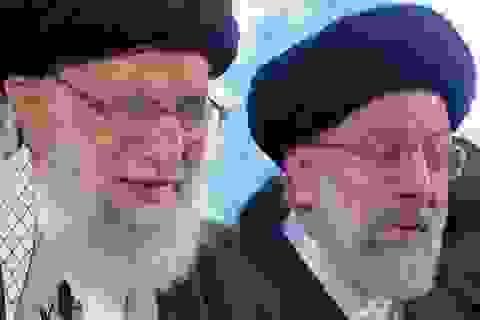 Lãnh tụ tối cao Iran khóc bên linh cữu tướng Soleimani